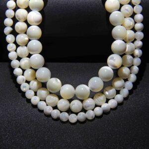 Collares de perlas pulseras de abalorios y conchas